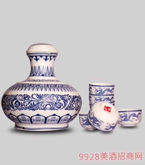 72°青花礼盒坛酒2.5L