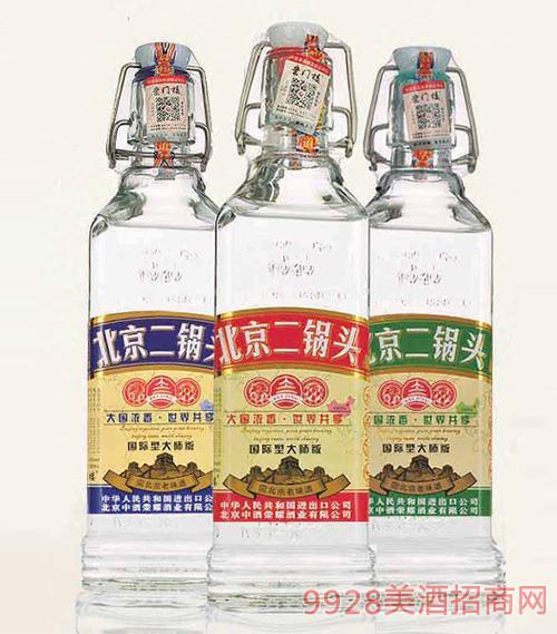 北京二��^酒出口型小方瓶(大��版)42°500ml�庀阈桶拙�