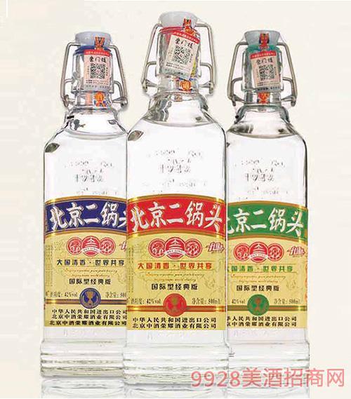 北京二��^酒出口型小方瓶(�典版)42°500ml�庀阈桶拙�