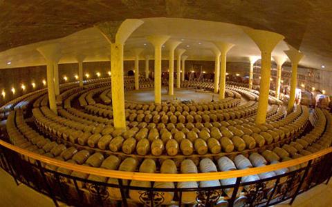 秦皇岛葡萄酒研究基地挂牌成立 推进产业结构升级