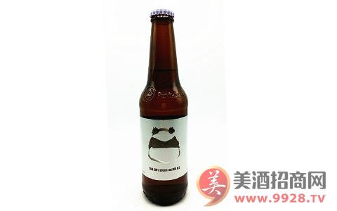 严寒冬季,来一瓶熊猫姜味啤酒!
