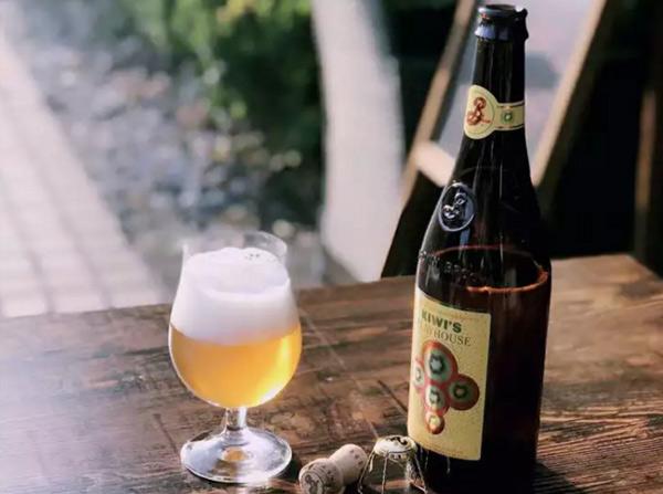 布鲁克林奇异欢乐屋啤酒,加入热带水果,口感更酸爽