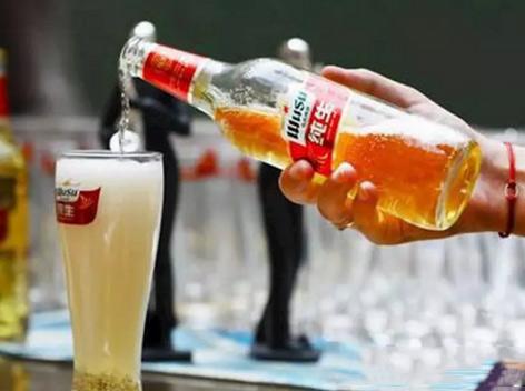 乌苏纯生啤酒焕新上市,引爆眼珠!