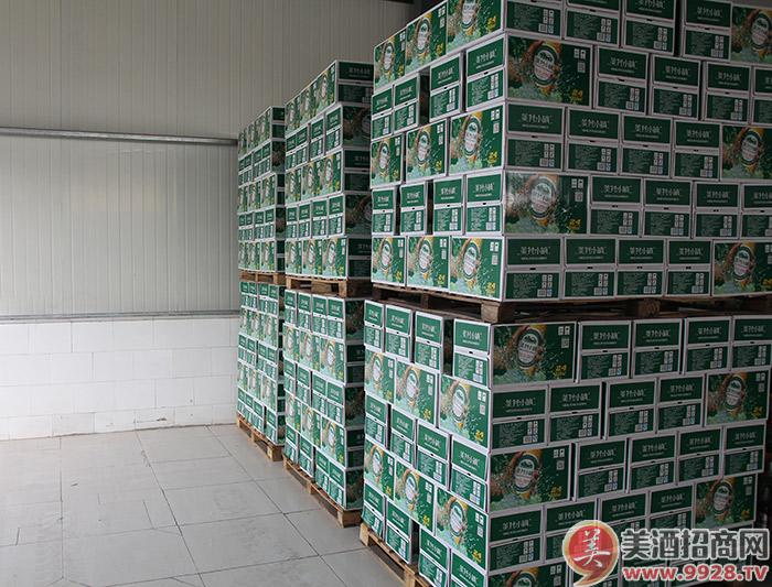 美林小镇啤酒-仓储