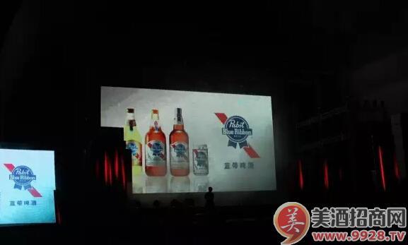 """指定庆功用酒―蓝带啤酒为各位""""好声音""""喝彩"""