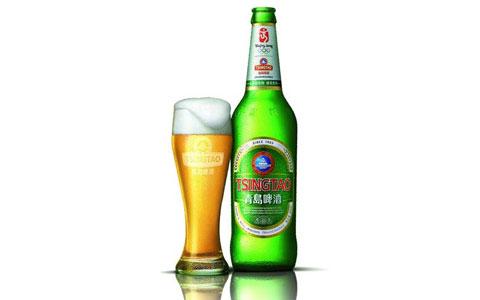 """青岛啤酒厂积极""""调结构"""" 178个品种百年老厂制造"""