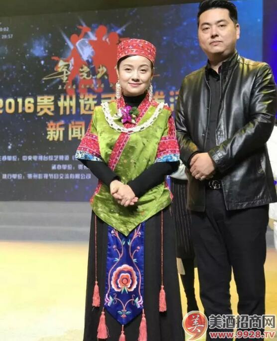 然迪之音文化传播有限公司董事长蔡勤飞与贵州苗族歌后阿幼朵亲切合影
