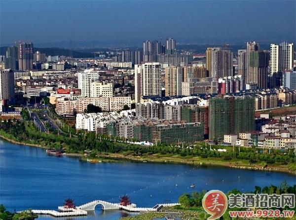 吉安市辖吉州区、青原区、井冈山市和吉安县、泰和县、万安县、遂川