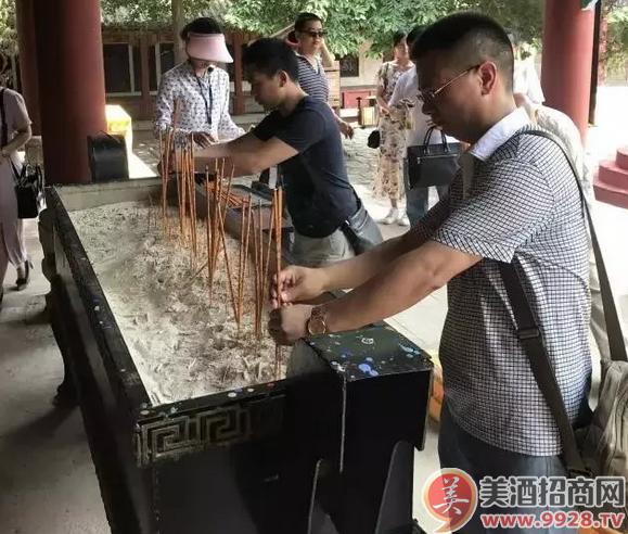酒业大商向酒祖杜康敬香