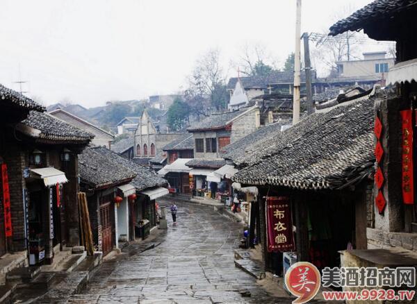 青岩古镇位于贵阳市的南郊,距市区约29公里,始建于明洪武十一年
