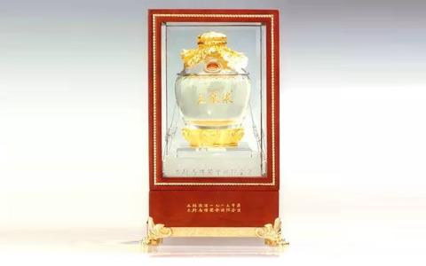 五粮液九十周年金奖纪念酒 拍卖价达单瓶88万元