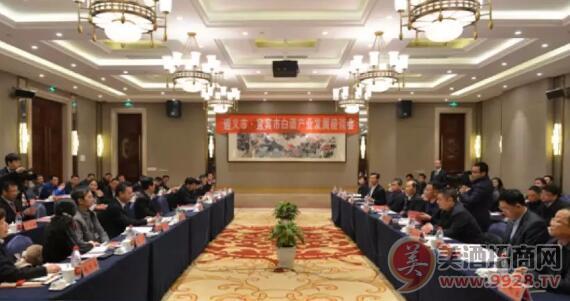 茅台集团举行两地白酒产业发展座谈会
