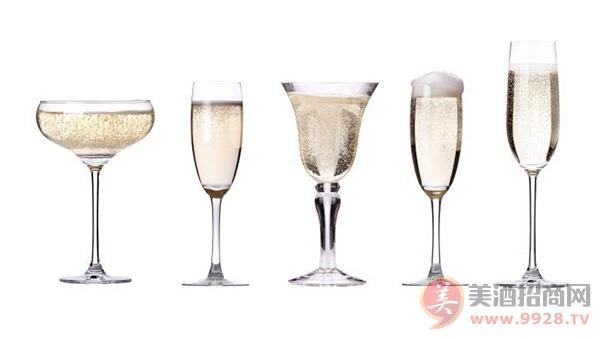 香槟酒的主要工艺有哪些组成