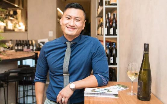 9年时间考出的葡萄酒大师:葡萄酒大师Stephen Wong