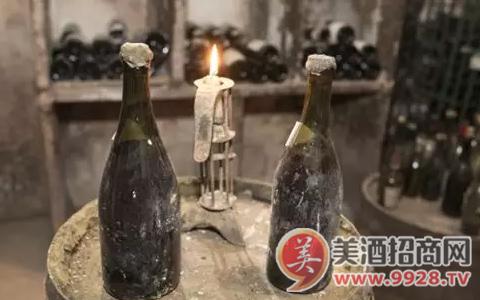 【酒拍卖】卖出10.37万欧元的黄葡萄酒是什么酒?