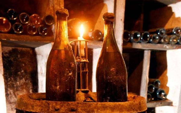 法国汝拉黄酒拍卖价格创新高