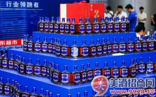 锁定健康酒消费趋势,迎10万消费者品鉴,单月劲销千件,椰岛海王酒凭何引爆连云港市场?