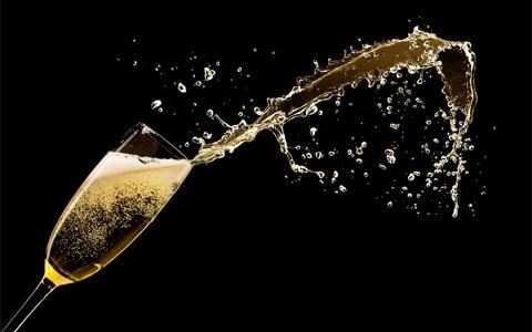 香槟酒杯的历史