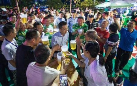 15日杭州建德市第六届青岛啤酒节开幕