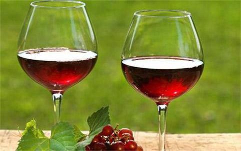 葡萄酒杯为何越来越大?