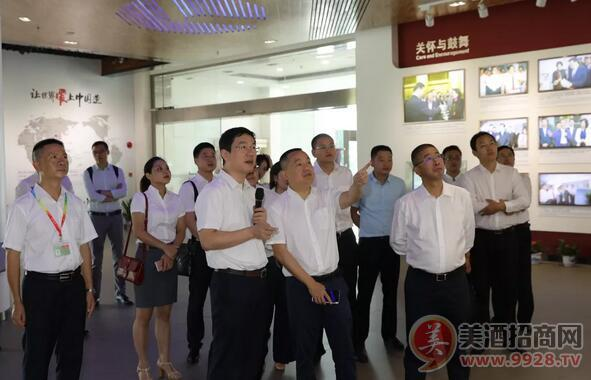 刘淼董事长一行参观格力电器位于珠海的生产基地