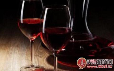 喝葡萄酒时要注意什么?