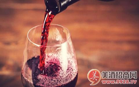 如何确定葡萄酒是否由完全葡萄汁酿制?