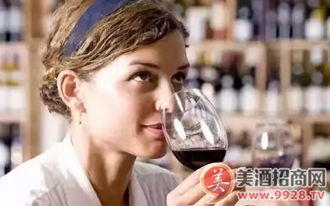"""在葡萄酒品酒词中的""""余味""""是什么意思?"""