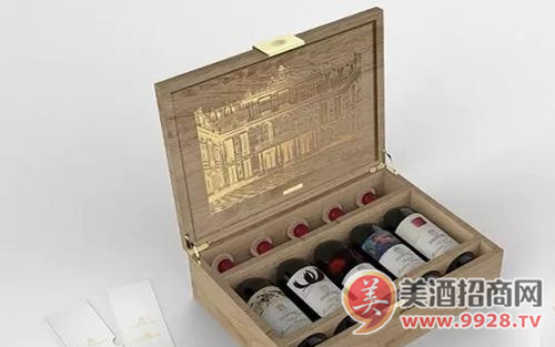 木桐酒庄联合凡尔赛宫推出限量版套装