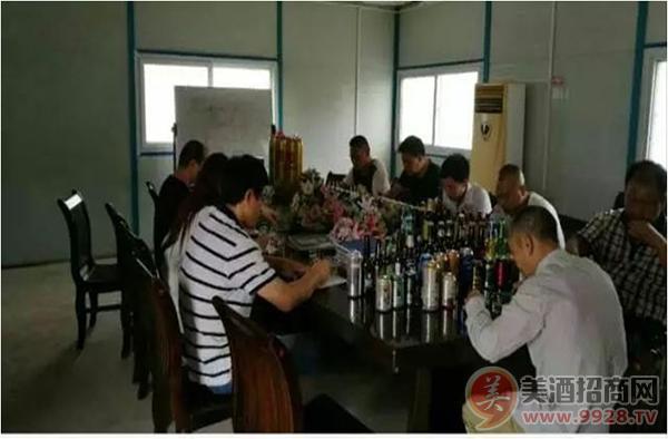 研发团队品尝世界各式酒感