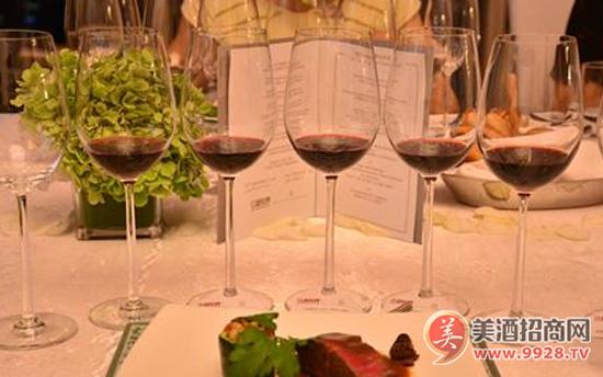 听说葡萄酒和美食更配哦