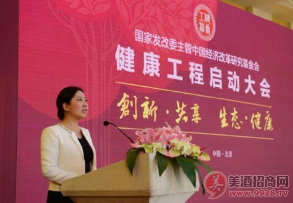 健康工程组委会常务副主任胡艳君在启动仪式上代表健康工程组委会,宣读《健康工程全民行动》倡议书