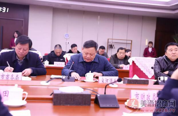 宋河酒业委、总裁朱景升在会上发言