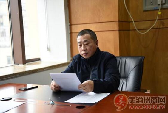 集团公司总经理助理钟怀利在值班