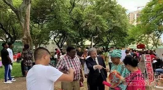 茅台亮相莫桑比克新年庙会