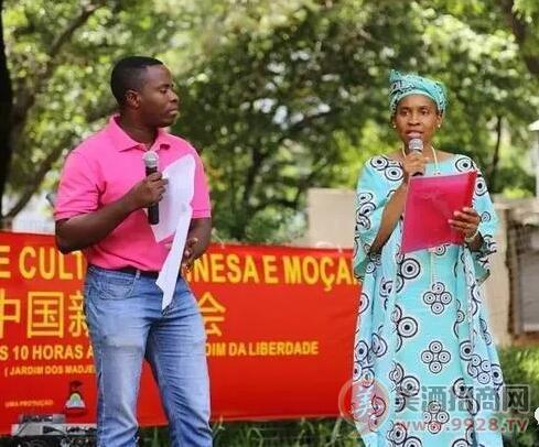 莫桑比克文化旅游部部 长多威先生和马普托市 长代表马歇尔女士致辞