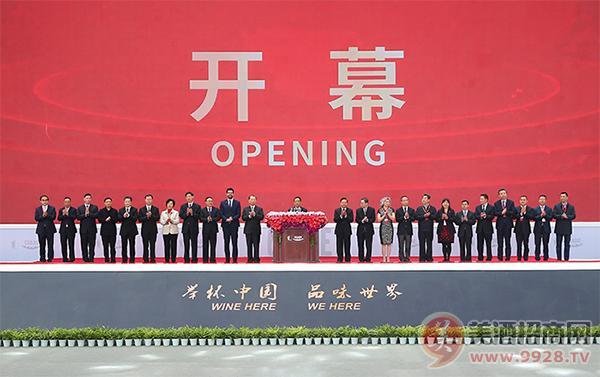 五粮液携多款经典产品亮相第十三届中国国际酒业博览会