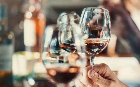 美国星座集团向嘉露酒庄出售旗下30个品牌,原因为何?