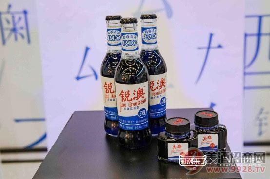 RIO鸡尾酒×英雄墨水跨界混搭诞生的全球首款墨水概念鸡尾酒