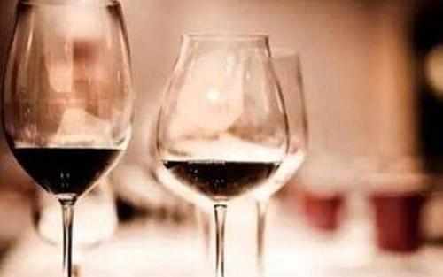 【释酒说酒】葡萄酒瓶下面为什么会有凹槽?