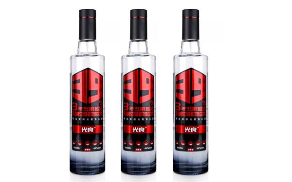 【发现美酒】光良酒,3年粮食基酒,有态度的光瓶良心酒