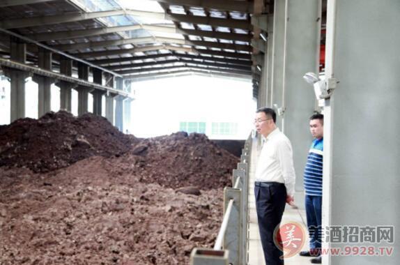 李保芳在循环产投公司容糟场了解项目运行情况