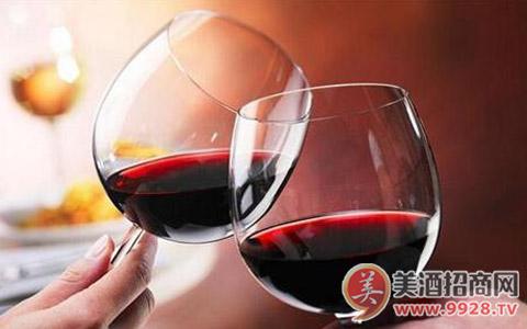 为什么有的人会喝酒脸红?