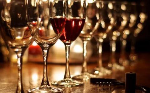 美国葡萄酒上半年对华出口大降33%