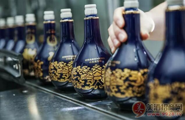 「青花郎酒·二零一九·九九重阳纪念」生产线