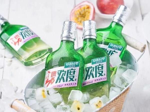 劲牌针对年轻消费市场推出草本轻型小酒——欢度酒!