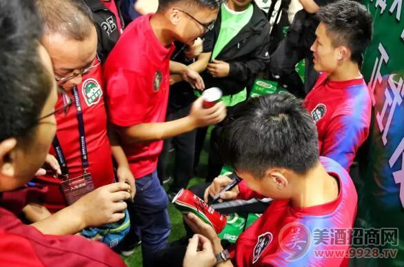 青岛啤酒&建业足球25周年联名罐发布会圆满成功