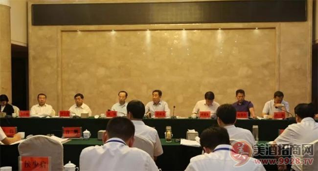 河南省白酒业转型发展专项工作领导小组组长刘满仓一行深入五谷春酒业调研