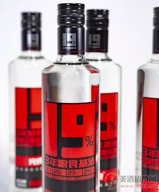 �槭裁凑f光良酒是一款用�底置�名的光瓶良心酒?