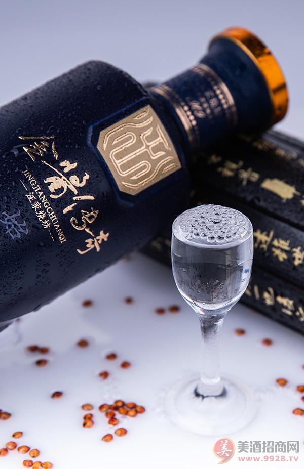 """百年技艺,六年成品""""金酱酒"""